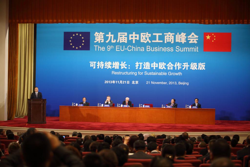 Premier Li Keqiang delivers his speech