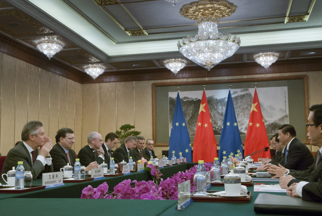 General view of the meeting,on the right: Xi Jinping, 3rd from the left,on the left, from left to right: Karel De Gucht, Member of the EC in charge of Trade, 1st, José Manuel Barroso, 2nd, Herman van Rompuy, 3rd, Siim Kallas, Vice-President of the EC in charge of Transport, 5th, Günther Oettinger, Member of the EC in charge of Energy, 6th, and David O'Sullivan, Chief Operating Officer of the European External Action Service (EEAS), 7th