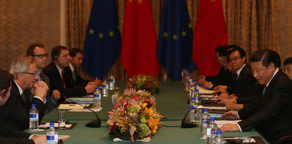 General view of the meeting between Xi Jinping, President of the People's Republic of China, on the right, and Jean-Claude Juncker, 2nd from the left