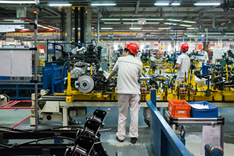 Factory-with-workers-in-red-helmet
